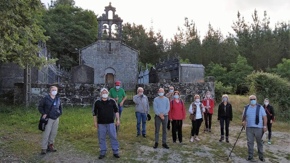 En Moreira, diante da igrexa de Souto