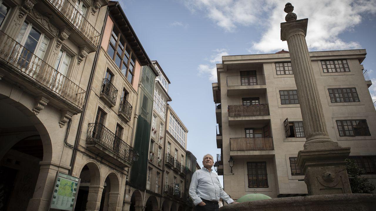 Así será el protocolo para votar en las autonómicas.Francisco Nóvoa, en la praza do Trigo, donde vivió cuando llegó a Ourense desde su Maceda natal