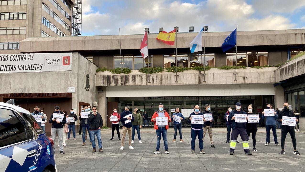 Policías de Vigo protestan ante el Concello