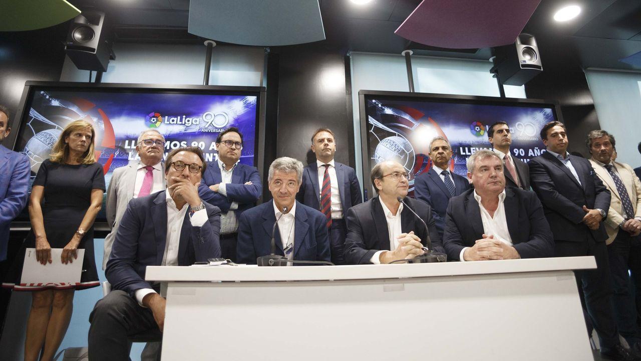 Rubiales: «Se ha cumplido mi compromiso con el fútbol español».El presidente de LaLiga Santander, Javier Tebas,