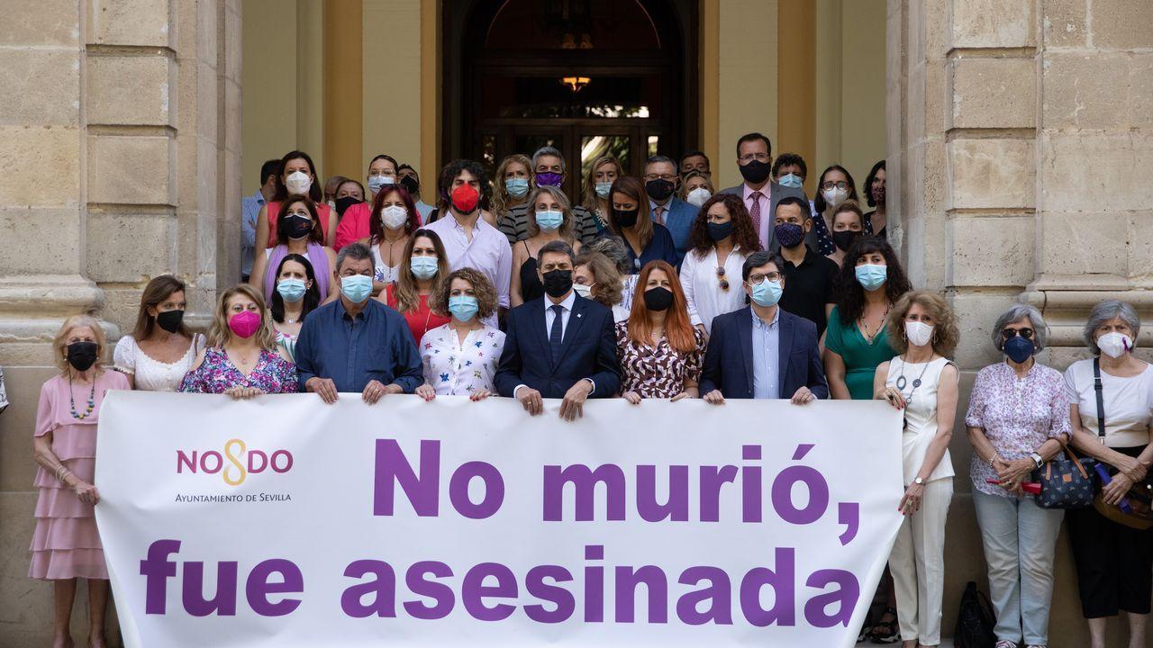 En Sevilla se guardó un minuto de silencio por Rocío Caíz, asesinada por su exnovio en Estepa