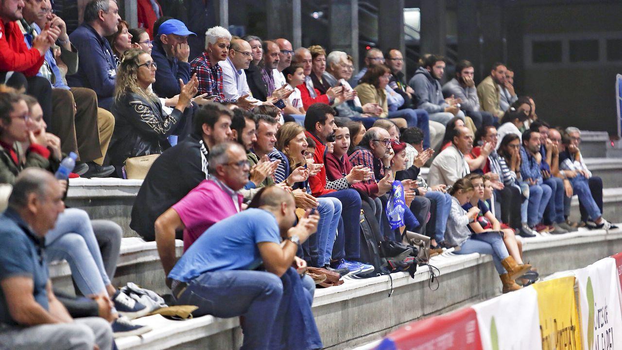 La violencia vuelve a las calles de Barcelona.Torra, meditabundo, durante una reunión con Aragonés, el vigilante del legado de Junqueras