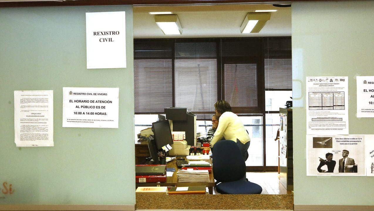 Imagen de archivo de una de las dependencias de los juzgados de Viveiro, donde, pese al esfuerzo de los funcionarios, el trabajo se acumula porque les entran muchos más asuntos de los que pueden asumir