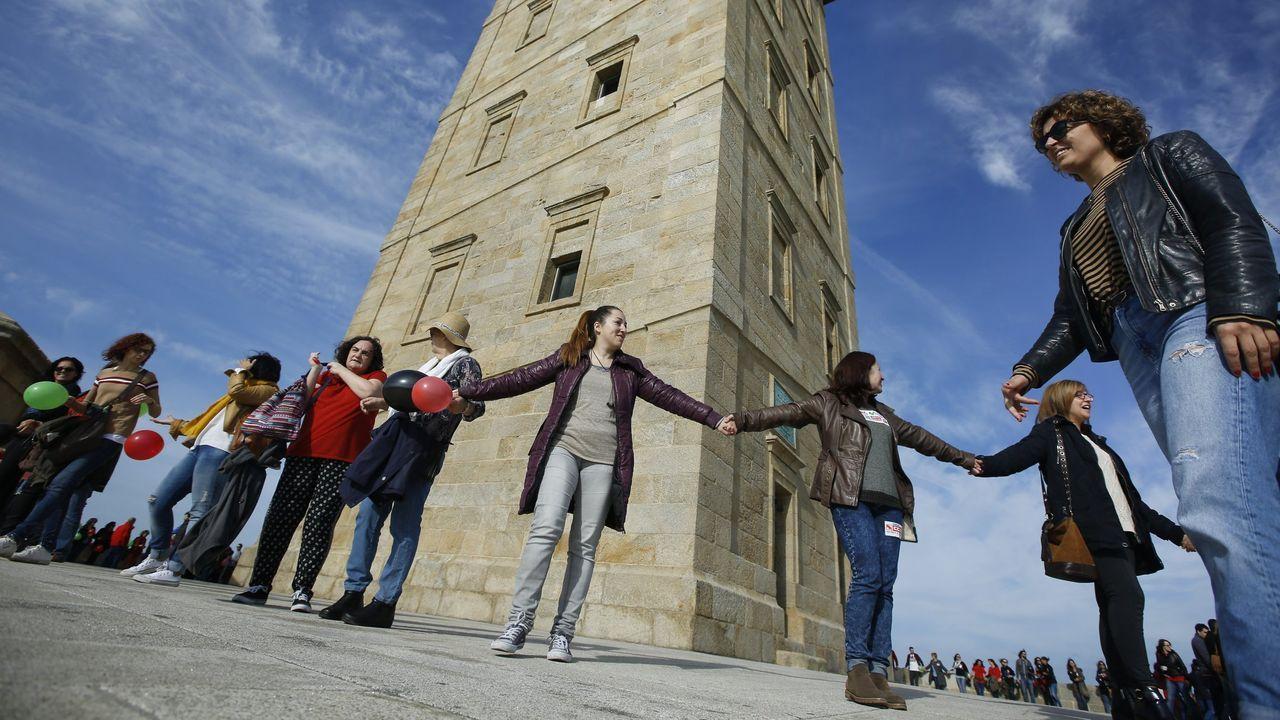 Trabajadores de Extel protestan por el ERE del 2016 con un acto en la torre de Hércules