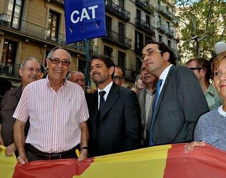 Vencedores y vencidos en las elecciones catalanas.Oriol Pujol, en el centro, en la gran manifestación independentista de la Diada que se celebró en Barcelona el pasado 11 de septiembre.