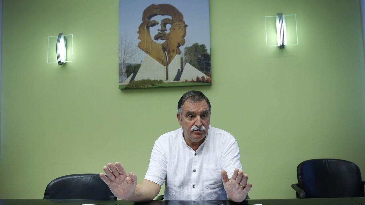 El retrato del Che preside uno de los salones del Ayuntamiento de Oleiros