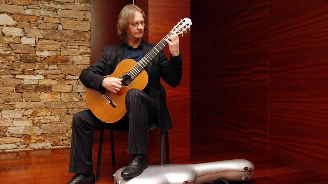 El guitarrista escocés David Russell, uno de los artistas que participarán en el festival, durante una actuación en Vigo