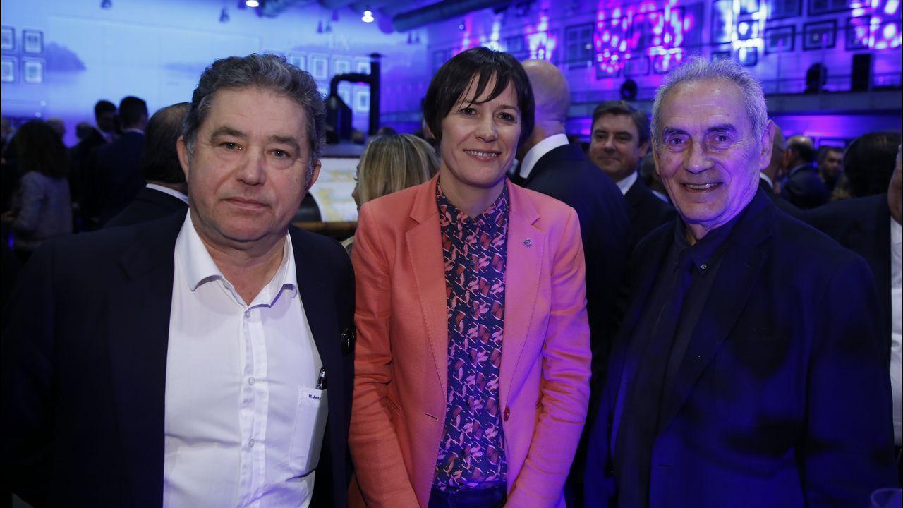 Miguel Anxo Fernández Lores, alcalde de Pontevedra, con la portavoz del BNG Ana Pontón y Camilo Nogueira
