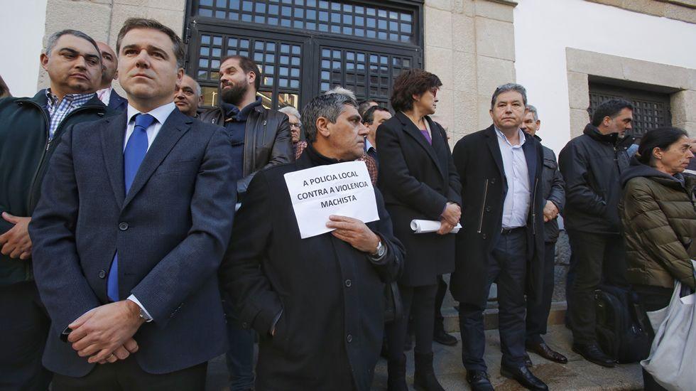 violenciamachista.Concentración de repulsa por los crímenes machistas de este fin de semana, en Pontevedra