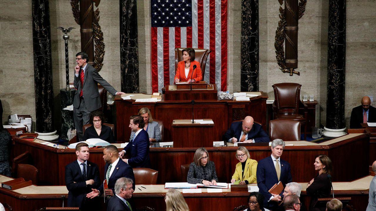 Pelosi presidió la primera votación sobre el proceso de «impeachment» en la Cámara de Representantes