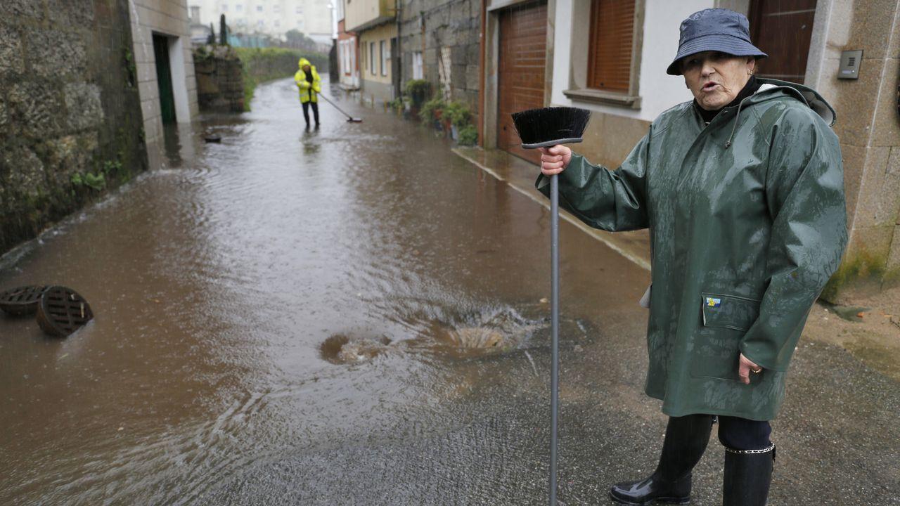 Inundaciones en Cambados.Inspección del narcosubmarino en las instalaciones de la Zona Franca de Vigo