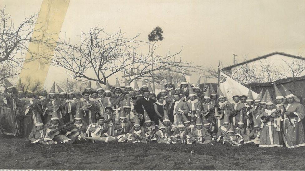 La rondalla monfortina Iris, en una foto tomada en el año 1921,