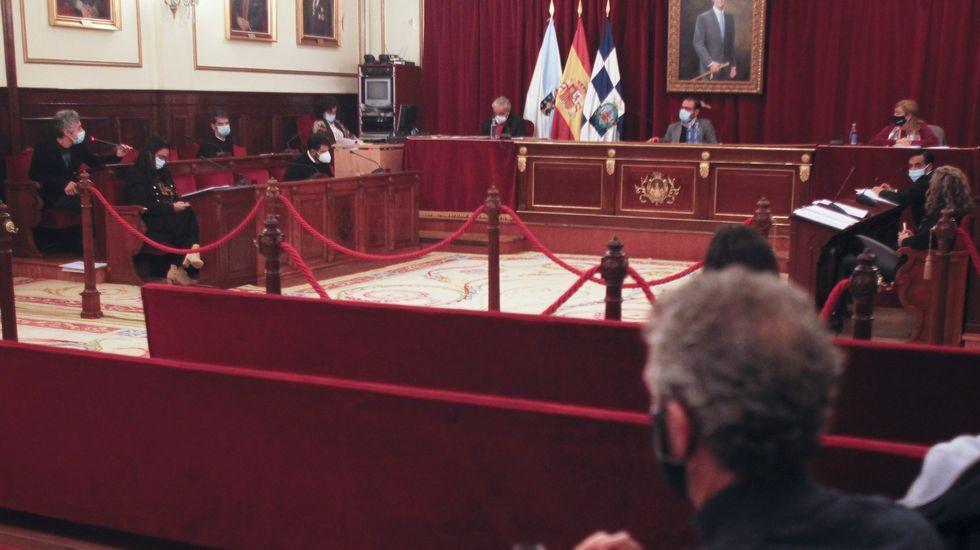 Hosteleros se concentran en Oviedo para reclamar medidas compensatorias por el cierre del sector