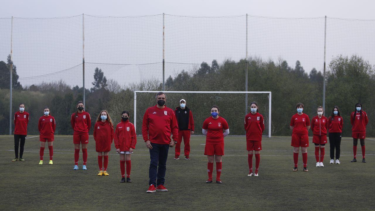 Las curiosas imágenes que dejó el partido.Rayco, Villares y Bergantiños, junto a Agbo en un entrenamiento