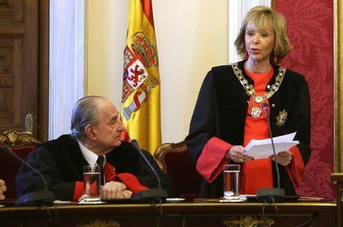 Juan Carlos I, una vida en imágenes.Landelino Lavilla, durante la toma de posesión en el Consejo de Estado de María Teresa Fernández de la Vega