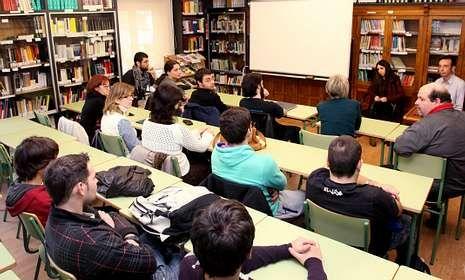 Lara Vázquez y el profesor Marcos Vence explicaron el intercambio a alumnado del IES.