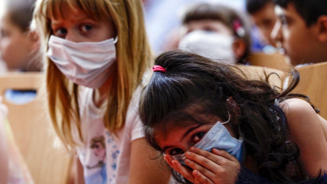 Niños con mascarilla en un colegio de Alemania