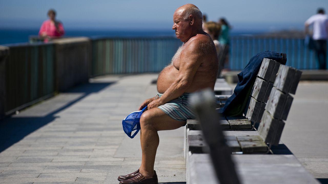 Disfrutando del buen tiempo en el paseo marítimo de A Coruña