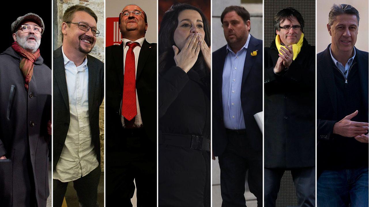 La jornada electoral en Cataluña, en imágenes.El presidente del Principado, Javier Fernández, atiende a los medios de comunicación