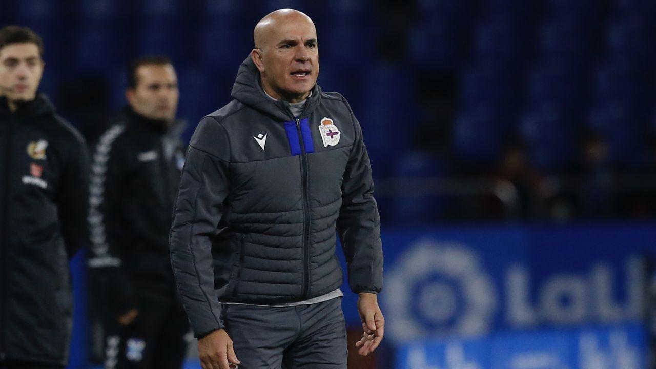 Primeras palabras de Toño Armenteros como presidente del Deportivo.El fabrilista Kanouté, segundo por la izquierda, debutará como titular con el primer equipo