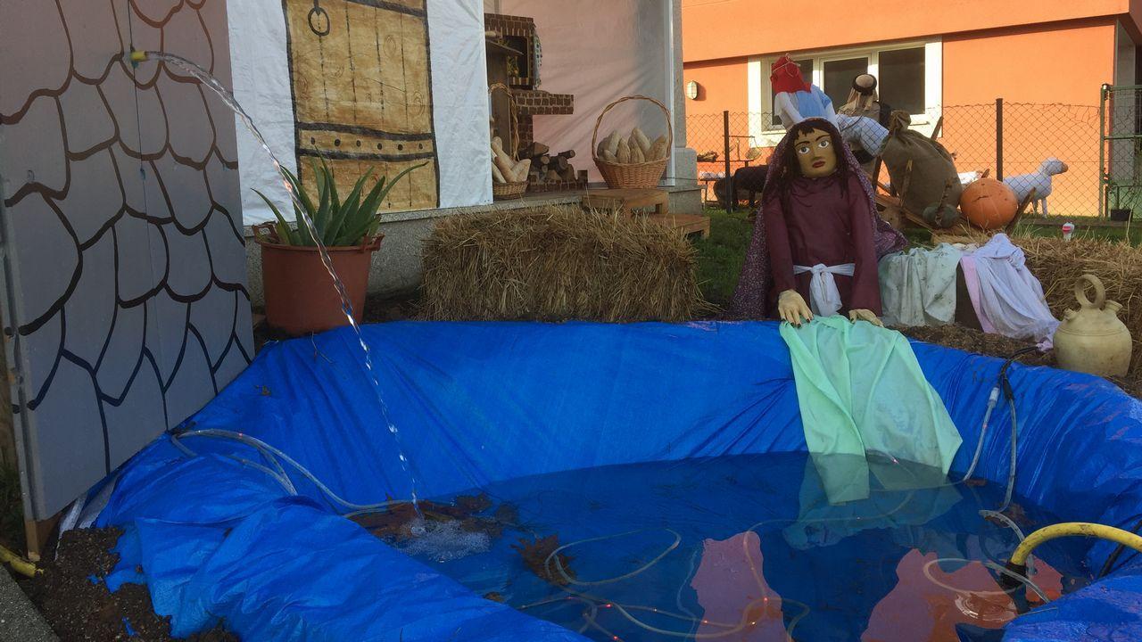 Portal de Belén en Ledoño, Culleredo.Belén reciclado hecho por un padre del CP Germán Fernández Ramos de Oviedo