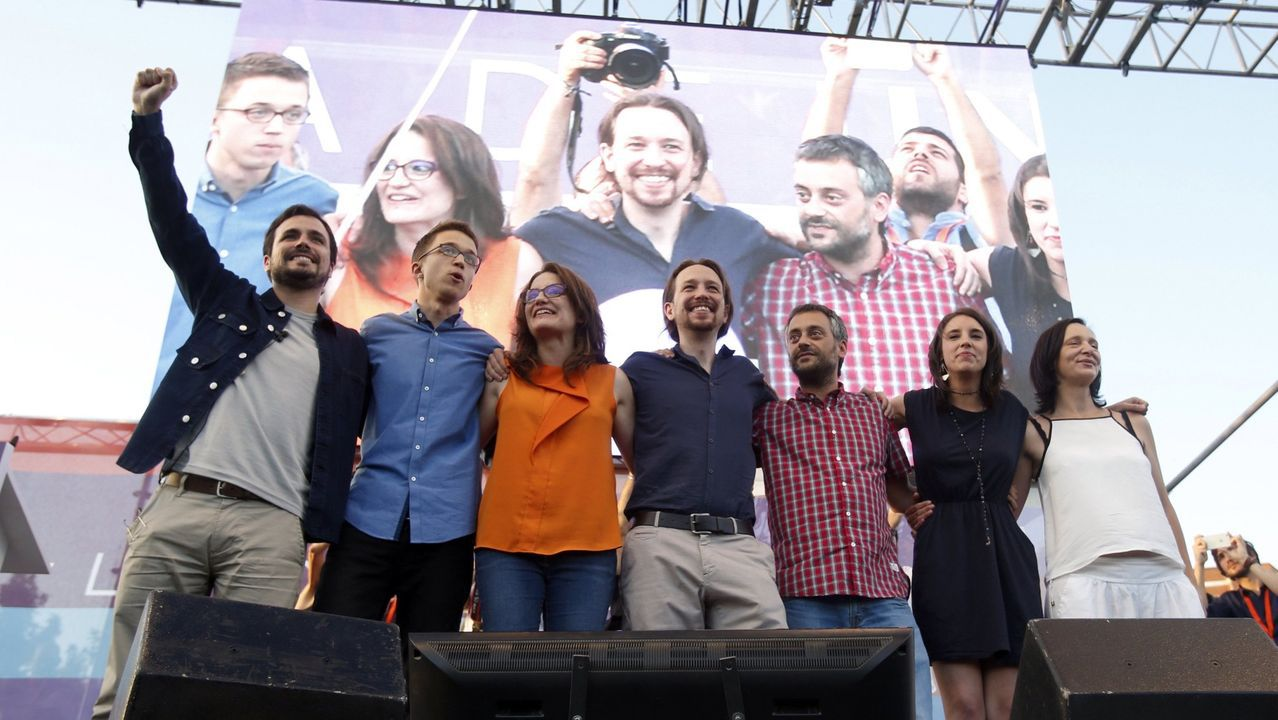 Errejón empieza a tejer alianzas.Una imagen que difícilmente se volverá a producir: Errejón con Villares y Santos en Pontevedra durante un acto en septiembre del 2016