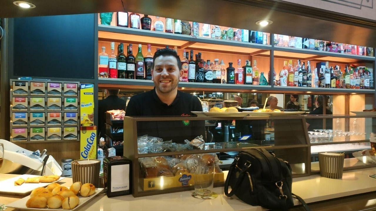 Eduardo González Castro, dueño del café Gales