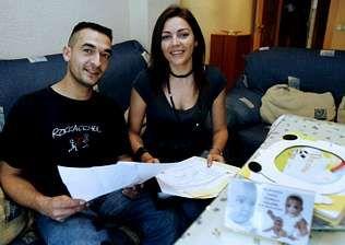 Miguel Ángel y Paqui, los padres de la niña cordobesa que sufre una inmunodeficiencia grave
