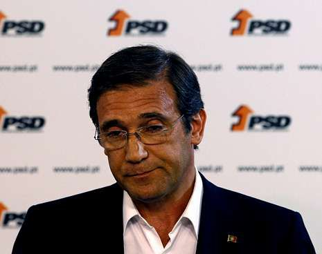 Protestas en Portugal contra los recortes.El primer ministro luso, Pedro Passos Coelho, tras anunciar los resultados electorales.