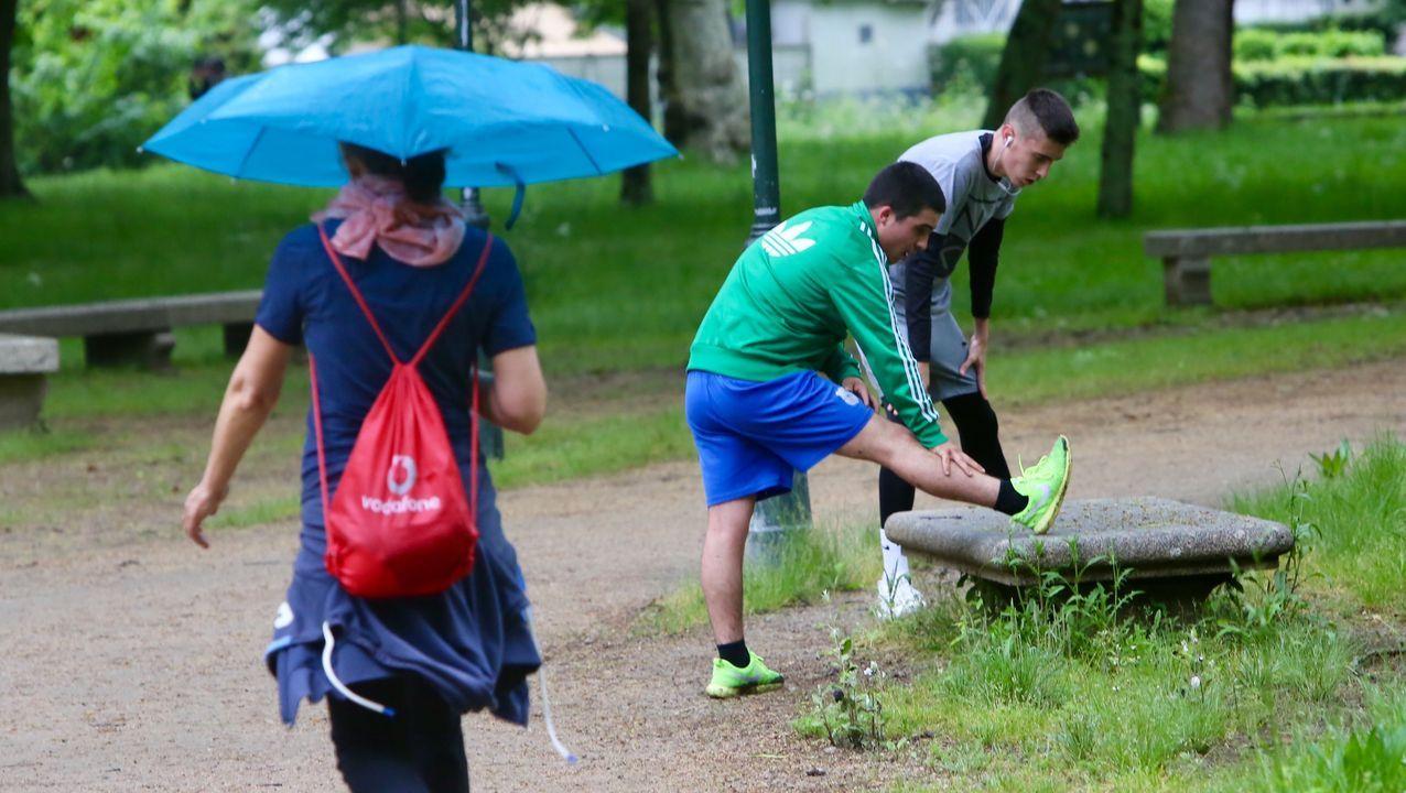 Gente haciendo deporte en Castrelos en Vigo