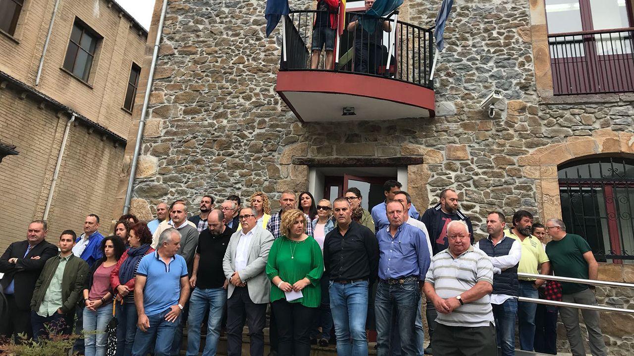Concentración en Riosa para condenar las amenazas a los concejales de IU.La presidenta de la Fundación Princesa de Asturias, Teresa Sanjurjo, en la presentación del programa cultural de la Semana de los Premios