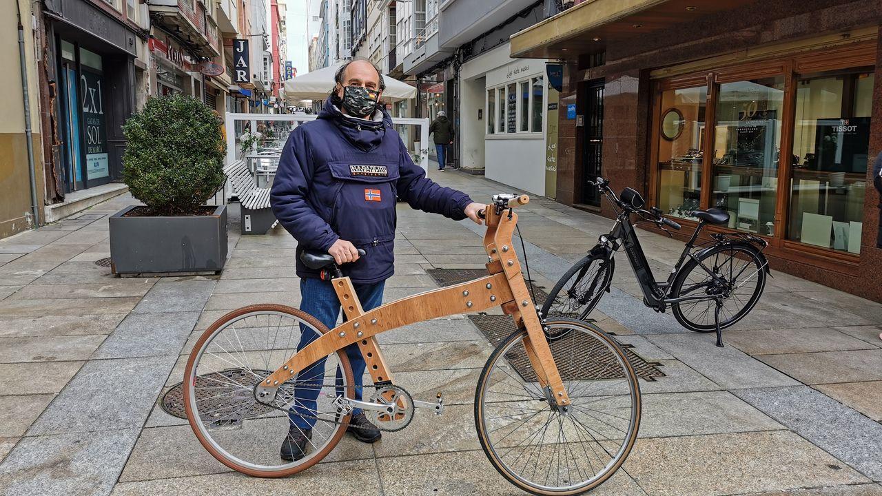La trayectoria de Emilio Cuesta, en fotos.El ciclista ovetense José Manuel Fuente, El Tarangu, frente a su tienda de la calle Martínez Marina, en el año 1983