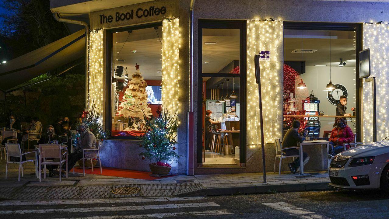 En Ribadavia, la agradable temperatura permitió disfrutar de las terrazas de la hosteleria hasta la noche, pues se amplió el horario hasta las 23.00 horas