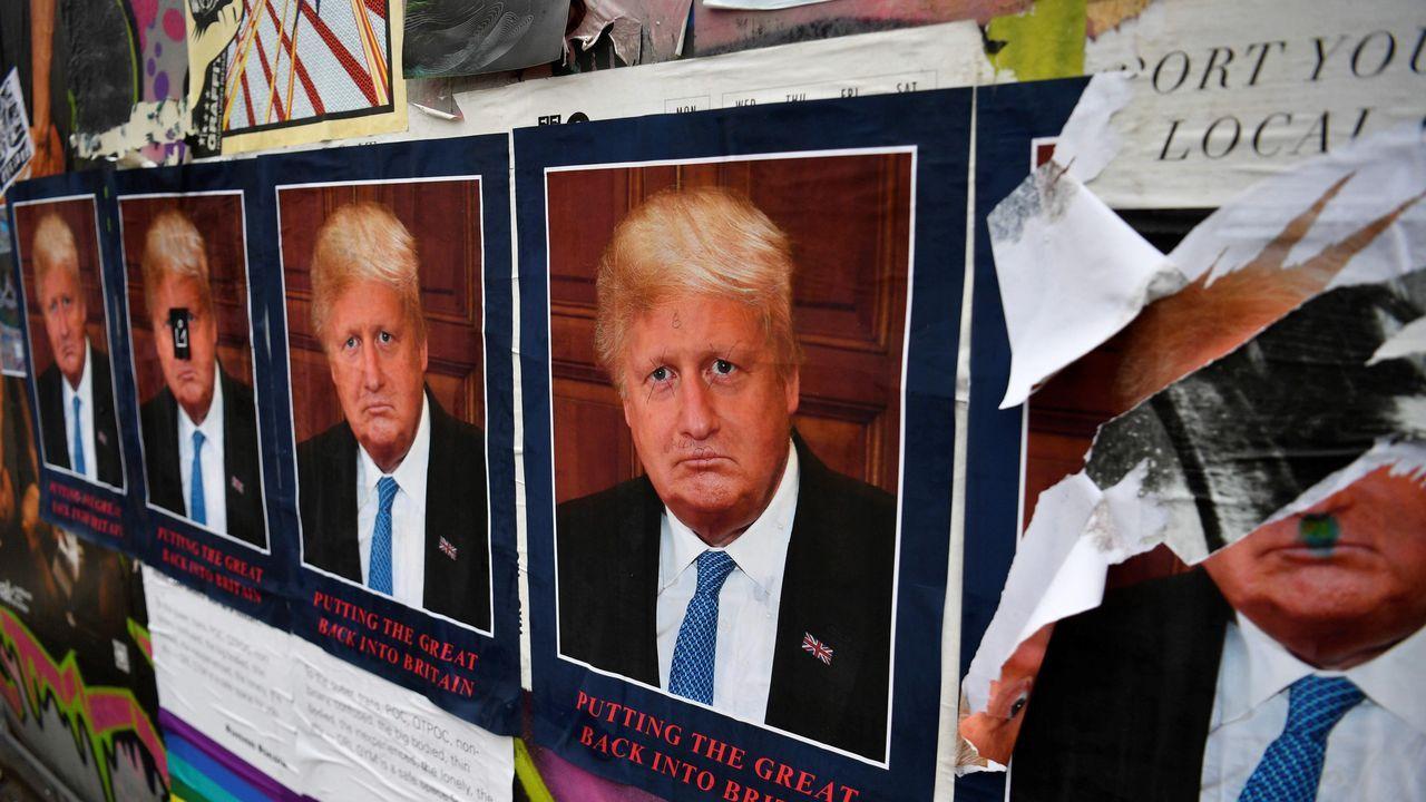Los problemas de mantenimiento de la Torre. Vista del cartel del Artist STOT21stcplanB,  Boris Borump  que representa al presidente estadounidense, Donald Trump, y al primer ministro británico, Boris Johnson, en una pared del este de Londres ( Reino Unido)