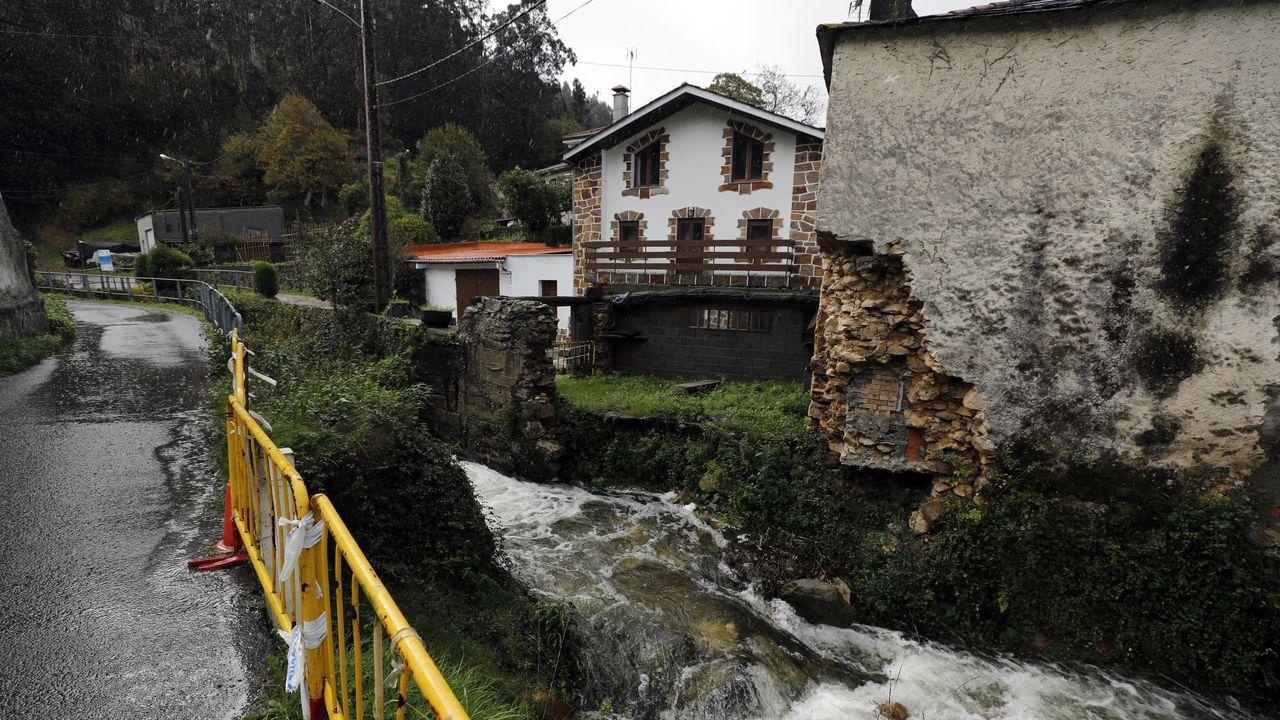Así fue la Andaina Camiño ao Respecto en Compostela.Traviesas sobre el balasto en las obras del AVE en Vilar de Barrios