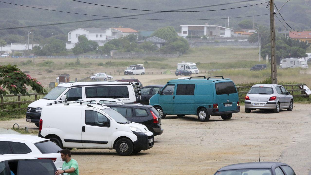 La directiva del nuevo colectivo, delante de la capilla de O Porto do Cabo