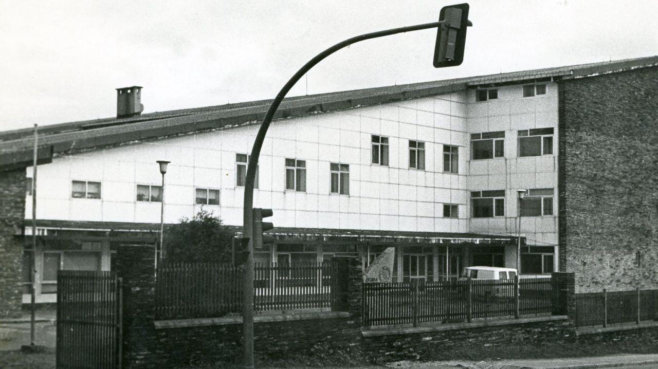 Fachada principal de la vieja escuela de peritos agrícolas, en la avenida de Madrid