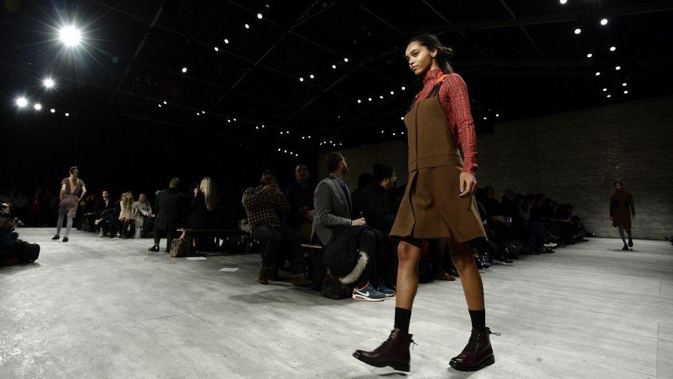 Semana de la Moda de Nueva York.Una modelo camina por la pasarela con creaciones de Costello Tagliaprieta.