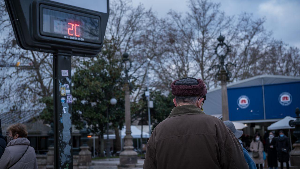 Los nuevos farmacéuticos de Ourense.En Queizás han ocurrido más sucesos a lo largo de los años, como el asesinato de un hombre con una hoz en el 2011