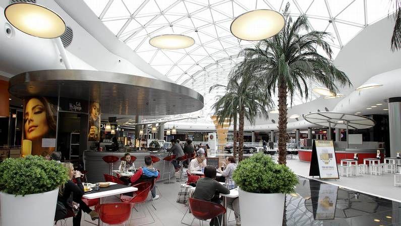 Las diez mayores fortunas de España.La cubierta principal de Marineda City dispone de una superficie de 3.500 metros cuadrados de vidrio.