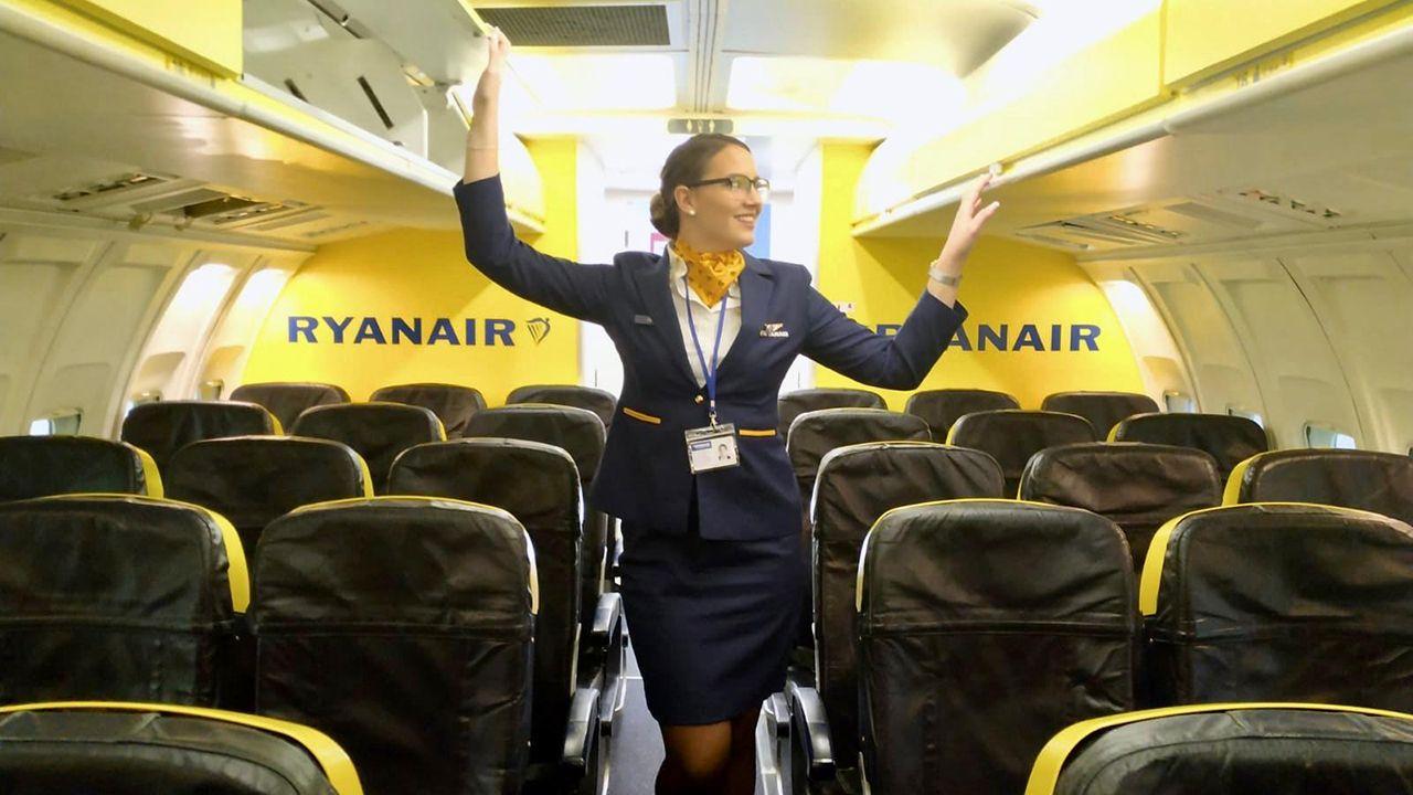 Celia Terán en uno de los aviones en los que desarrolla su trabajo como azafata