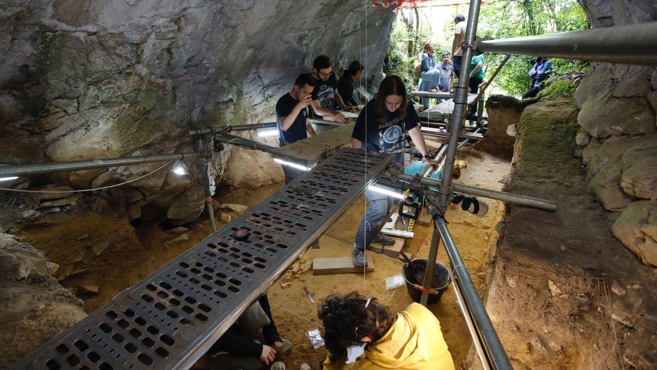 Un aspecto de la anterior campaña de excavaciones en Cova Eirós, en el verano del 2019