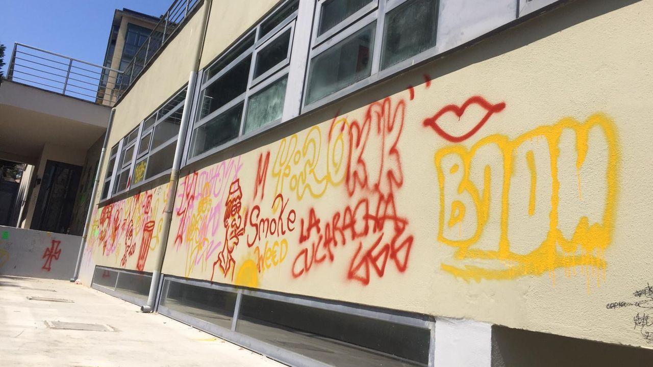 El auditorio de Ribadeo aparece lleno de pintadas.Termina el Festival Internacional TangoLiber