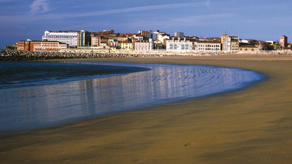 Playa de Poniente en Gijón