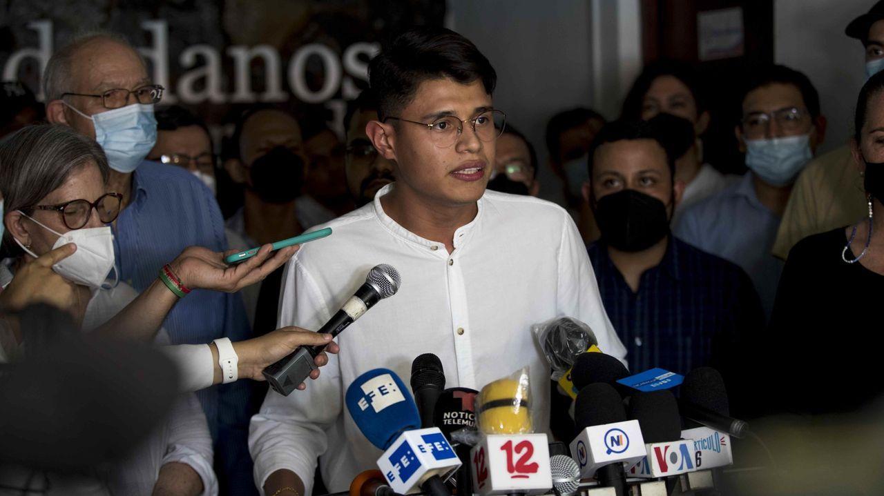 Concentraciones en Galicia por el asesinato de Samuel.Lester Alemán, líder universitario habla en una rueda de prensa el 9 de junio