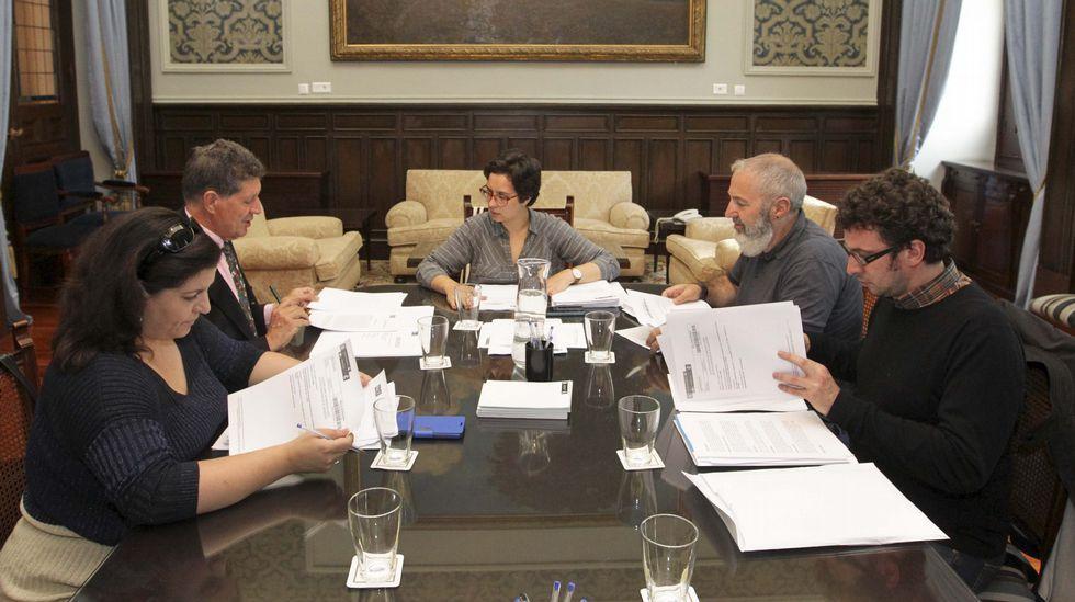 Tu bata me suena.La Comisión de Honores del Ayuntamiento de A Coruña reunida esta mañana