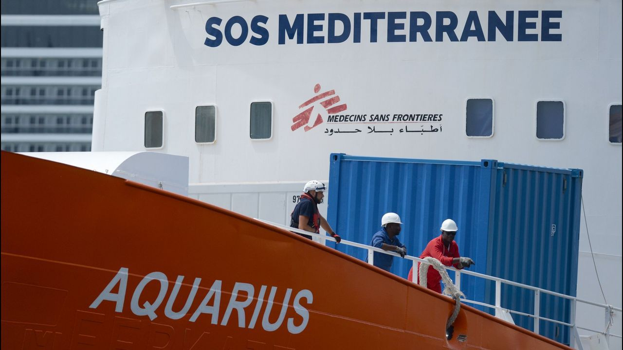 Los inmigrantes rescatados llevaban 48 horas en el mar, sin comida ni bebida