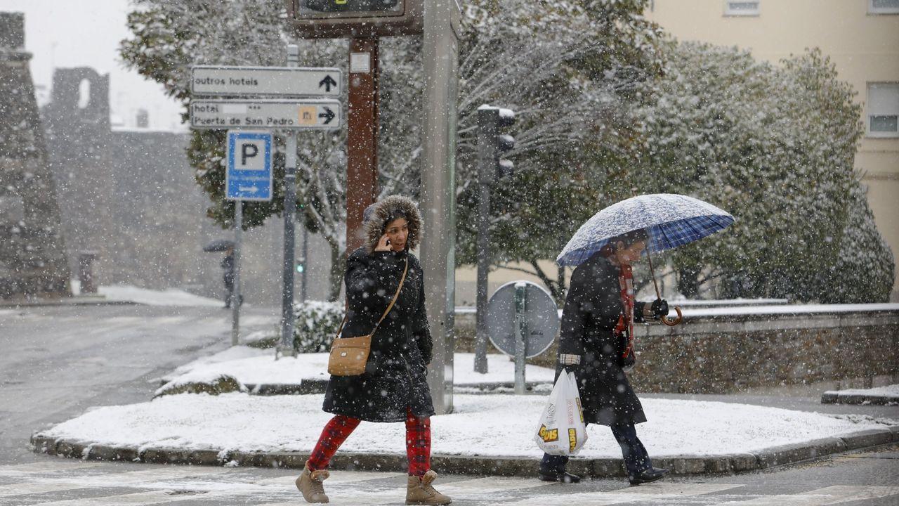 Cuando el aire se satura de vapor de agua, esta se condensa y se precipita en forma de lluvia o nieve