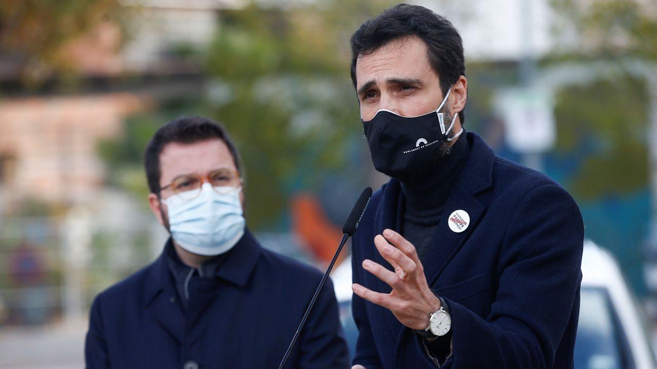 Pere Aragonès, firmando el decreto de convocatoria de elecciones