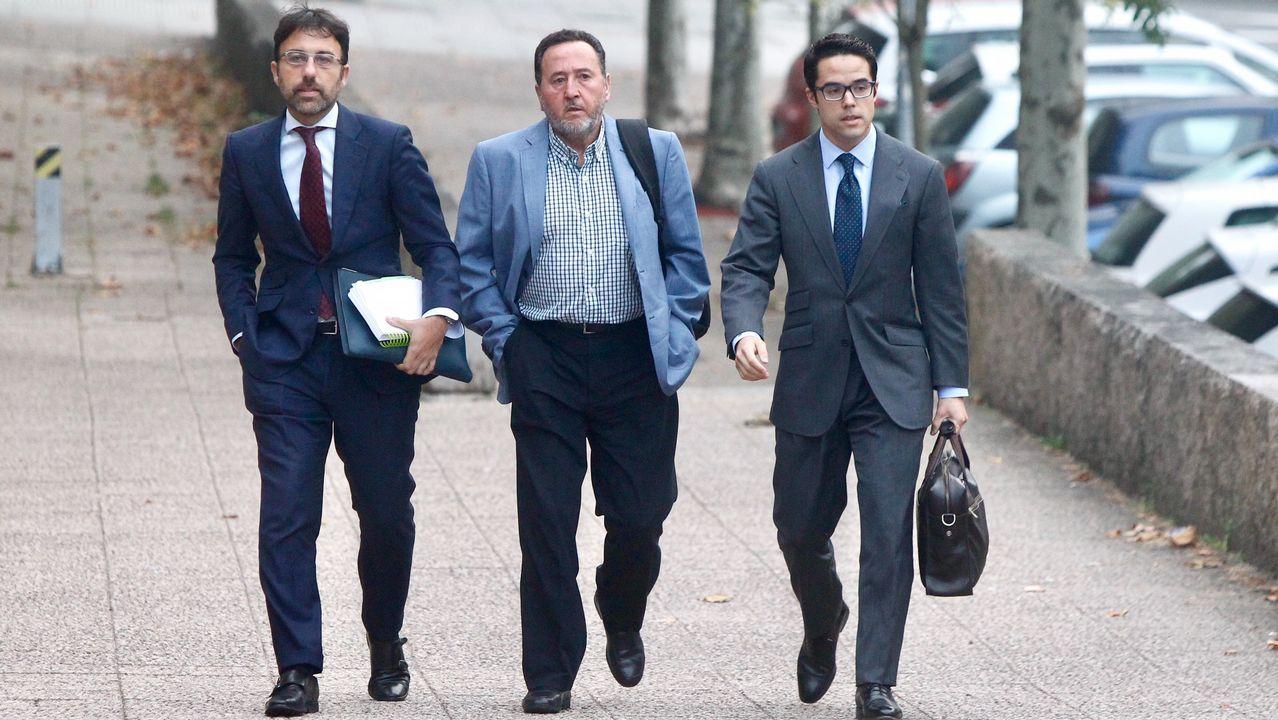 Rallo: «Yo se lo dije a la ministra».Fernando Rebón (en la imagen, con mochila) declaró ayer en los juzgados